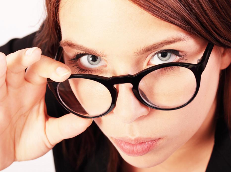 Что лучше для зрения очки или линзы