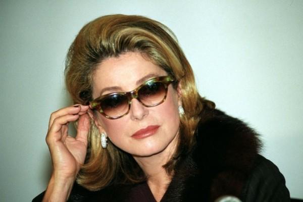 Катрин Денев в солнцезащитных очках
